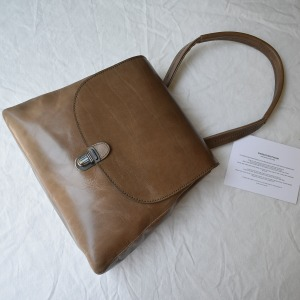Cherevichkiotvichki flat small lock bag with shoulder handle