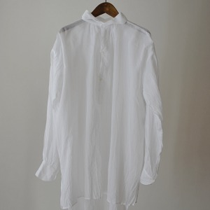 Gallego Desportes  antik style gauze shirt with wave collar